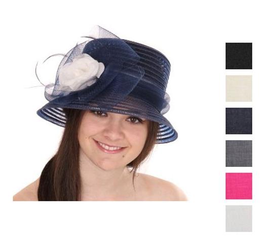 Nette dames hoed met grote strik en bloem
